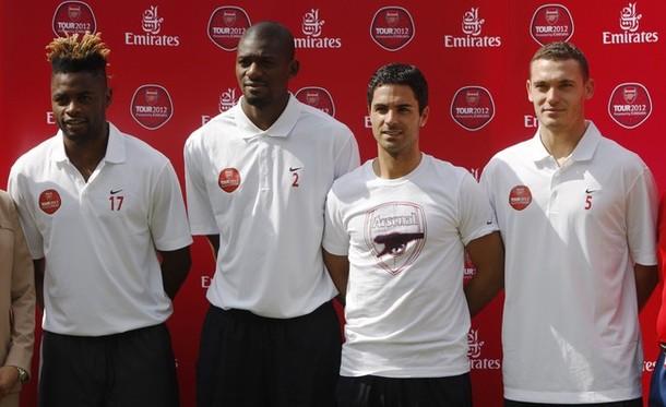 Рэй Парлор уговаривает Сонга остаться в «Арсенале»
