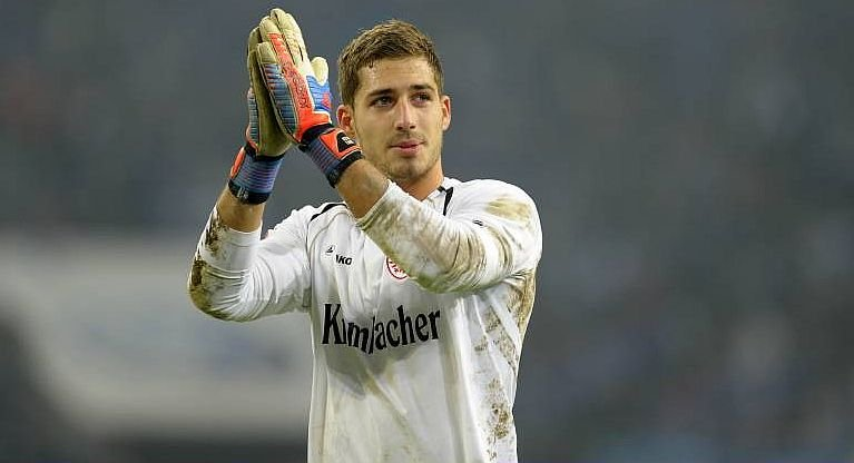 Eintracht shot-stopper Kevin Trapp broke his hand in add shoot