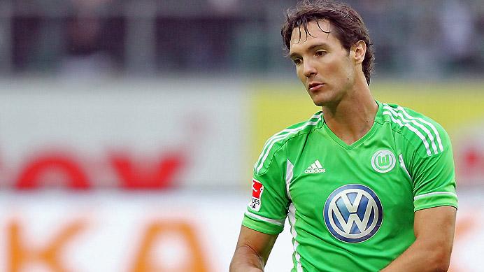 Eintracht Frankfurt acquires Lakic