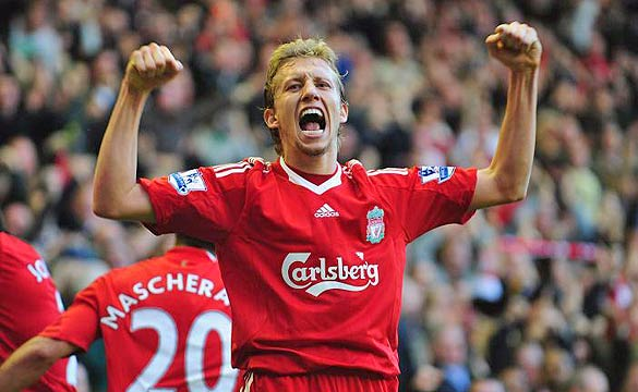 Lucas Leiva signed new Liverpool deal