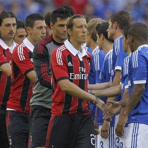 «Шальке» уступил «Милану» в тяжелой борьбе