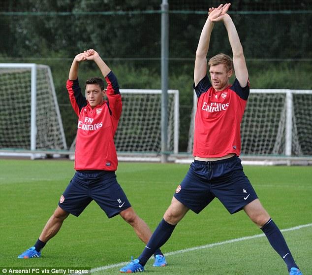 Фото дня. Первая тренировка Озила в «Арсенале»