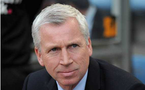 Pardew: we should play like Barcelona to beat Benfica