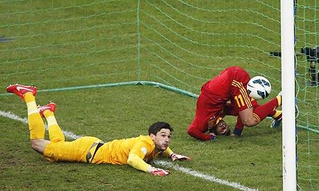 Deschamps rues missed chances in Spain defeat