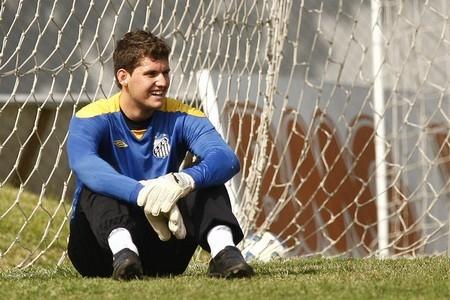 Inter Milan, Roma to bid for Santos goalie Rafael Cabral