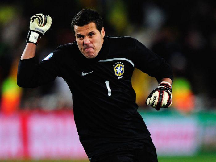 Жулио Сезар продолжит карьеру в «Кальяри»