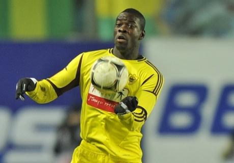 Кристофер Самба: «Защитникам иногда приходится подстраховывать вратаря»