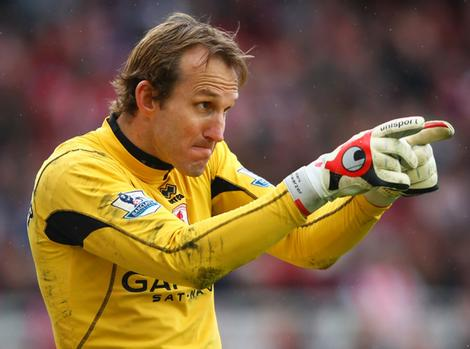 Fulham set to extend Schwarzer's deal