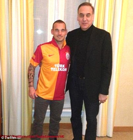 Wesley Sneijder signs for Galatasaray