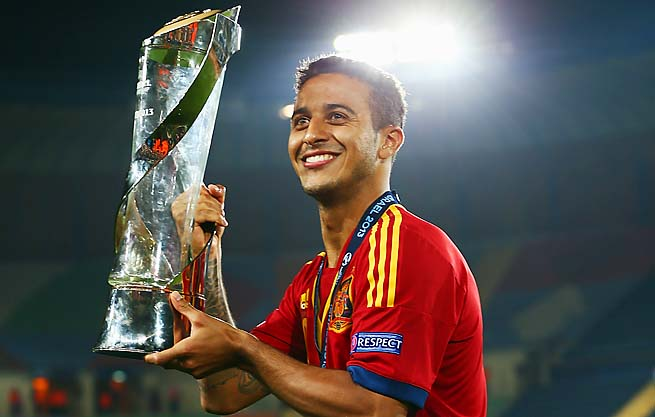 Pique urges Thiago to stay at Barcelona, despite interest from Manchester United and Bayern Munich