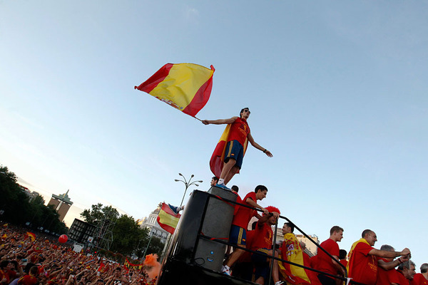 Spain is celebrating the victory in the Euro 2012 with fans!