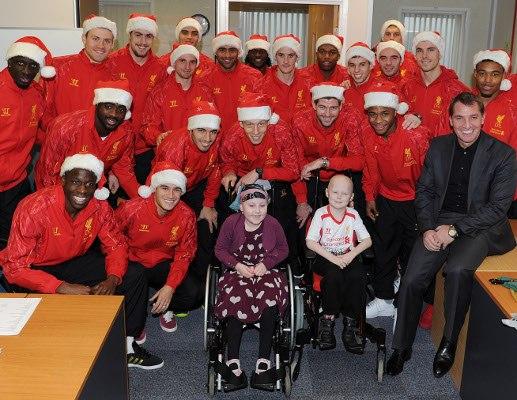Футболисты «Ливерпуля» посетили детскую больницу (ФОТО)