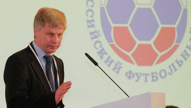 В РПЛ и ФНЛ введен налог на иностранных тренеров
