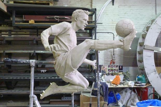 Бергкамп: «Горд, что около «Эмирейтс» установят мою статую» (ФОТО)