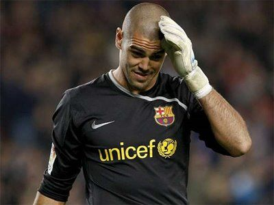 Barcelona's Valdes set to stay for one more season