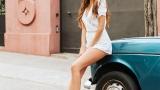 Надя Авилес - фото с машиной